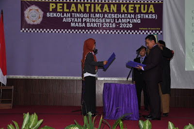 Ketua STIKes Aisyah Pringsewu yang baru hari ini resmi dilantik
