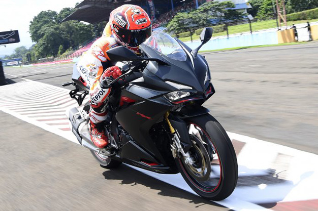 Akselerasi dan top speed New Honda CBR250RR vs Ninja 150R vs Ninja 250 fi vs MT25