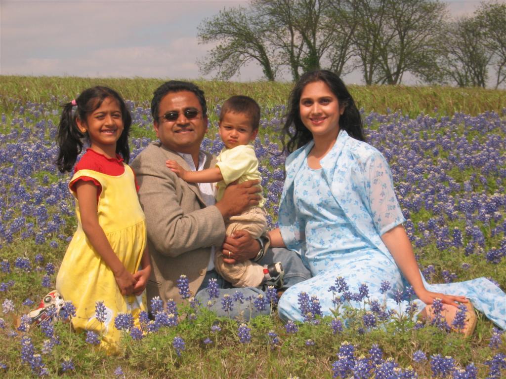Actress Meenakshi Seshadri Family Pics - MERE PIX
