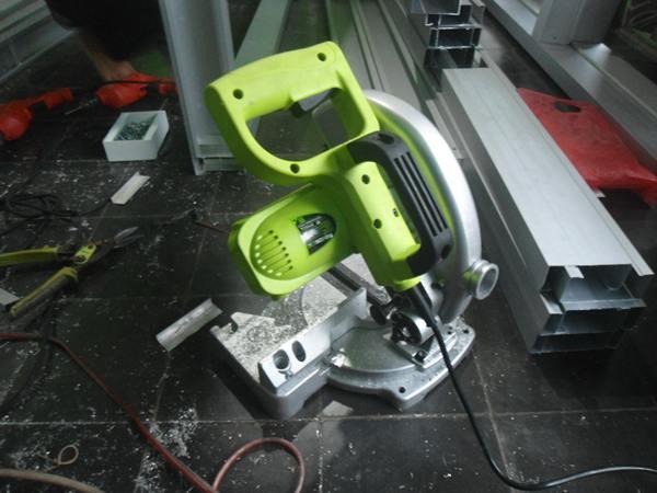 mesin potong aluminium