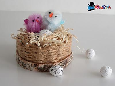 Cestino con spago come segnaposto di Pasqua