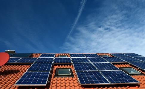 pixabay.com/en/solar-system-roof-power-generation-2939551