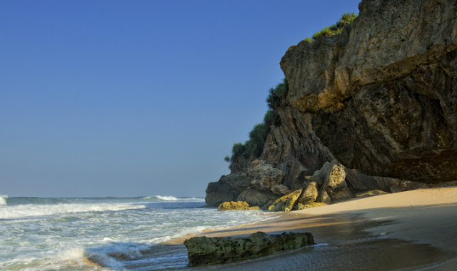 gambar dari pantai pasir putih di Jogja Watulawang