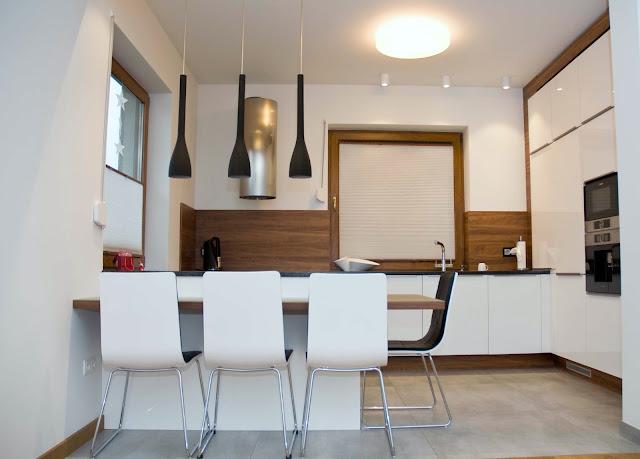 białe fronty w kuchni jak skomponować