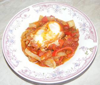bucataria israeliana, shakshuka, shakshoka, shakshouka, saksuka, retete culinare, retete culinare, oua in sos de rosii si ardei,