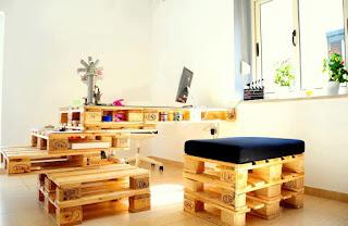 oficina construida con palets de madera