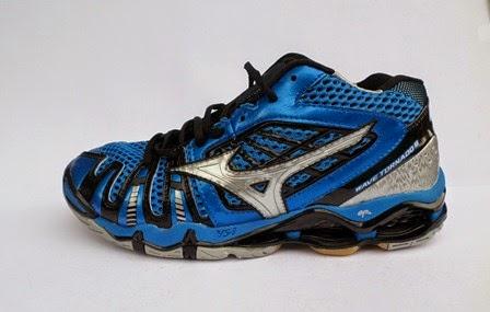 Sepatu Mizuno Wave Tornado 8 Mid warna blue