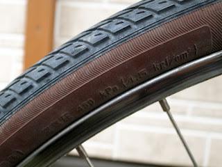 自転車の空気圧は4.5kgf/cm2と以外に高圧