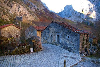 http://webcamsdeasturias.com/asturias/picos-de-europa/cabrales/bulnes/panoramica-de-bulnes/116/