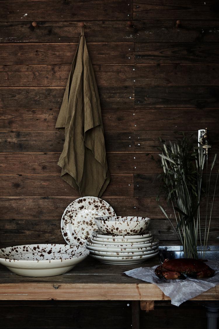 Biało-brązowa porcelana