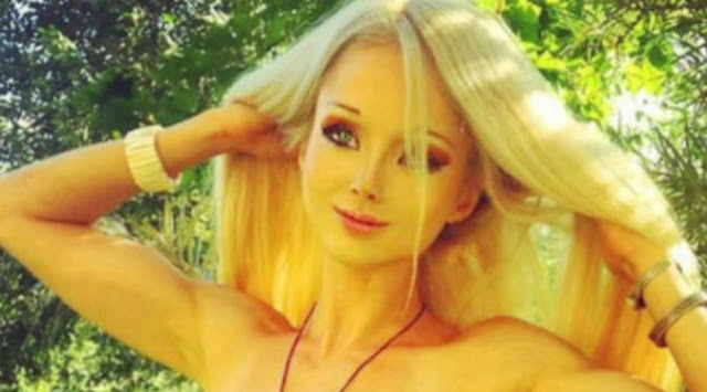 Valeria Lukyanova terkenal dengan sebutan the Living Barbie dan Real-Life Barbie