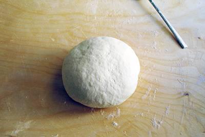 Focaccia funghi, prosciutto e formaggio 4