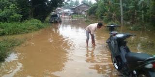 Jalur Desa Kapuk-Cahaya Marga Pemulutan Terendam Banjir