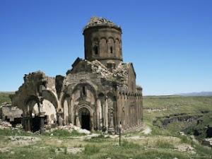 Misteri Kehidupan Bawah Tanah Dari Kota 1001 Gereja