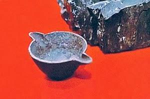 A szén izotópot régészeti tárgyak szénmegjelenítésére használják
