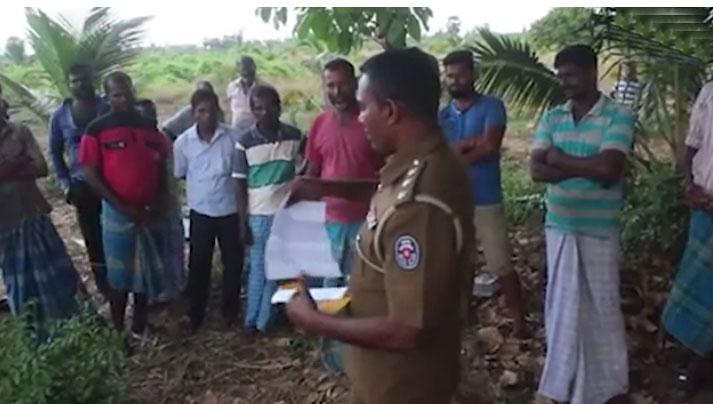 கிளிநொச்சி கரந்தாய் பகுதியிலிருந்து மக்கள் பொலிஸாரால் வெளியேற்றப்பட்டனர்!!