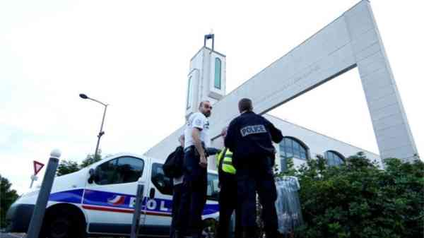 Attack on Paris Mosque: Man tries to Drive Car into Crowd of Muslim Worshippers