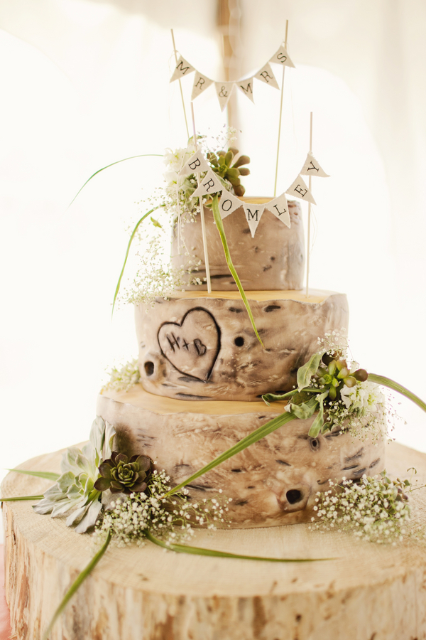 Wedding cake that looks like tree bark