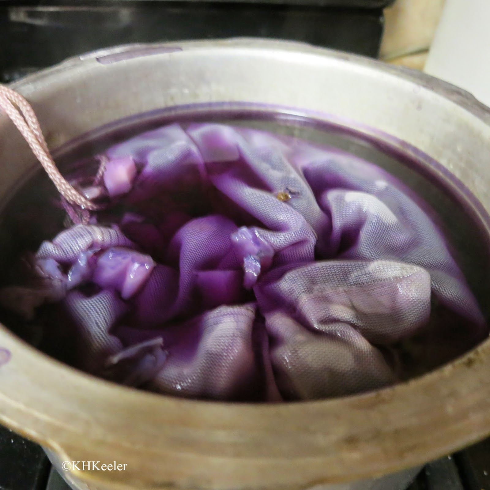 Dye bath with red cabbage.