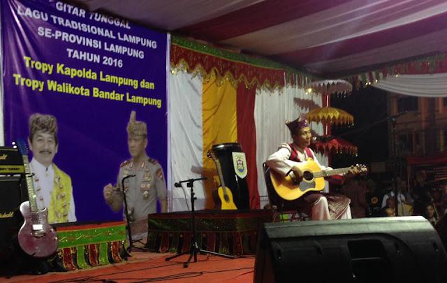 pelaksanaan event gelaran festival gitar tunggal lagu tradisional lampung se provinsi Lampung di bandar Lampung tahun 2016