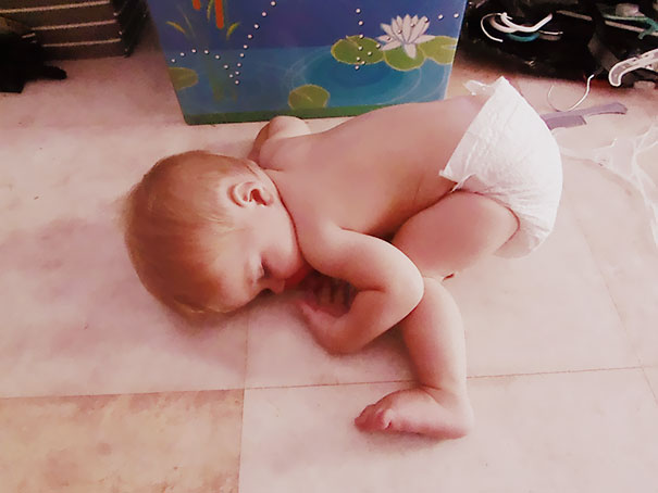 15+ Hilarious Pics That Prove Kids Can Sleep Anywhere - Napping On The Floor