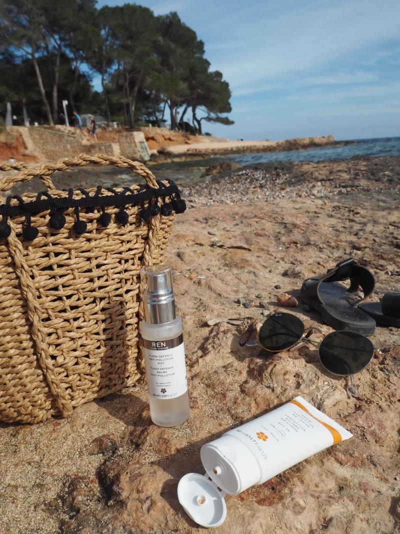 Beach-Holiday-Skincare-Essentials-Aesthetical-Blog-0