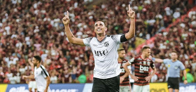 O Ceará, de Thiago Galhardo, enfrenta o Corinthians com transmissão do Premiere nesta quarta (4)