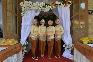 Rias Penerima Buku Tamu Dan Dekorasi Pintu Masuk Dari Daniico Wedding Planner & Organizer Semarang