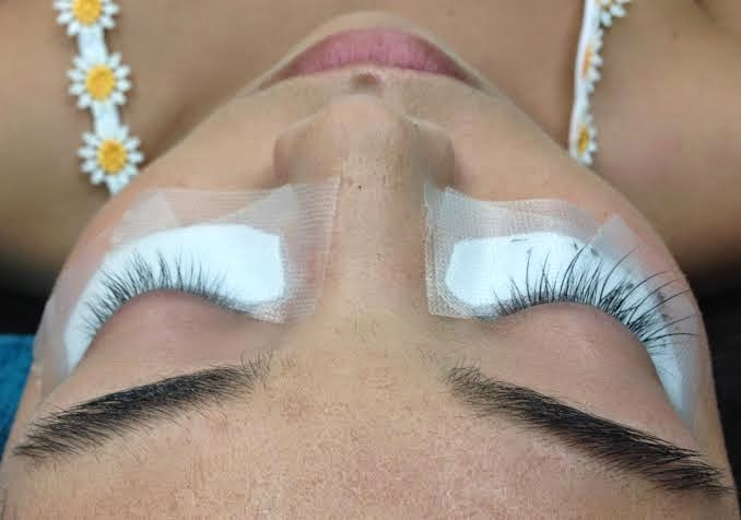 Holly tells Lash Tales: Confessions of Lash Extension Tech: Allergic