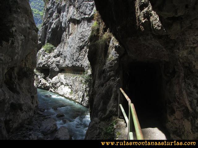 Ruta del Cares: Túneles sobre la presa