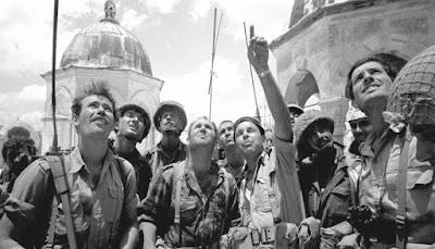 En 1967, el milagro sucedió. El pueblo judío recuperó Jerusalem y el acceso a sus lugares sagrados que habían sido negados bajo la ocupación jordana.