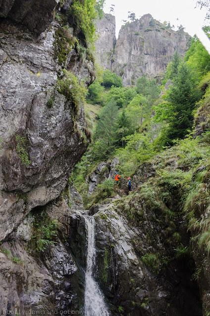 caderi de apa si scari in cel mai spectaculos canion din Fagaras
