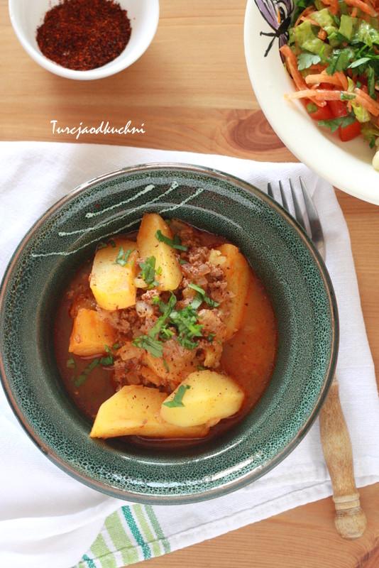 Potrawka z ziemniakami i mięsem mielonym / Kıymalı patates yemeği