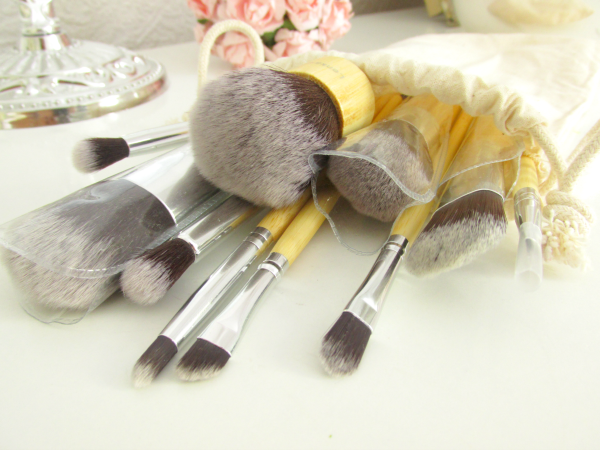 Lenka Kosmetik - 11 Professionelle Bambus Makeup Pinsel Set - Review