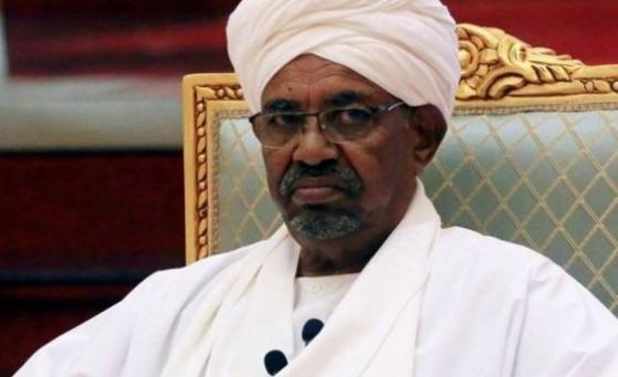 الجيش السوداني يعتقل الرئيس عمر البشير بعد الاطاحة به.