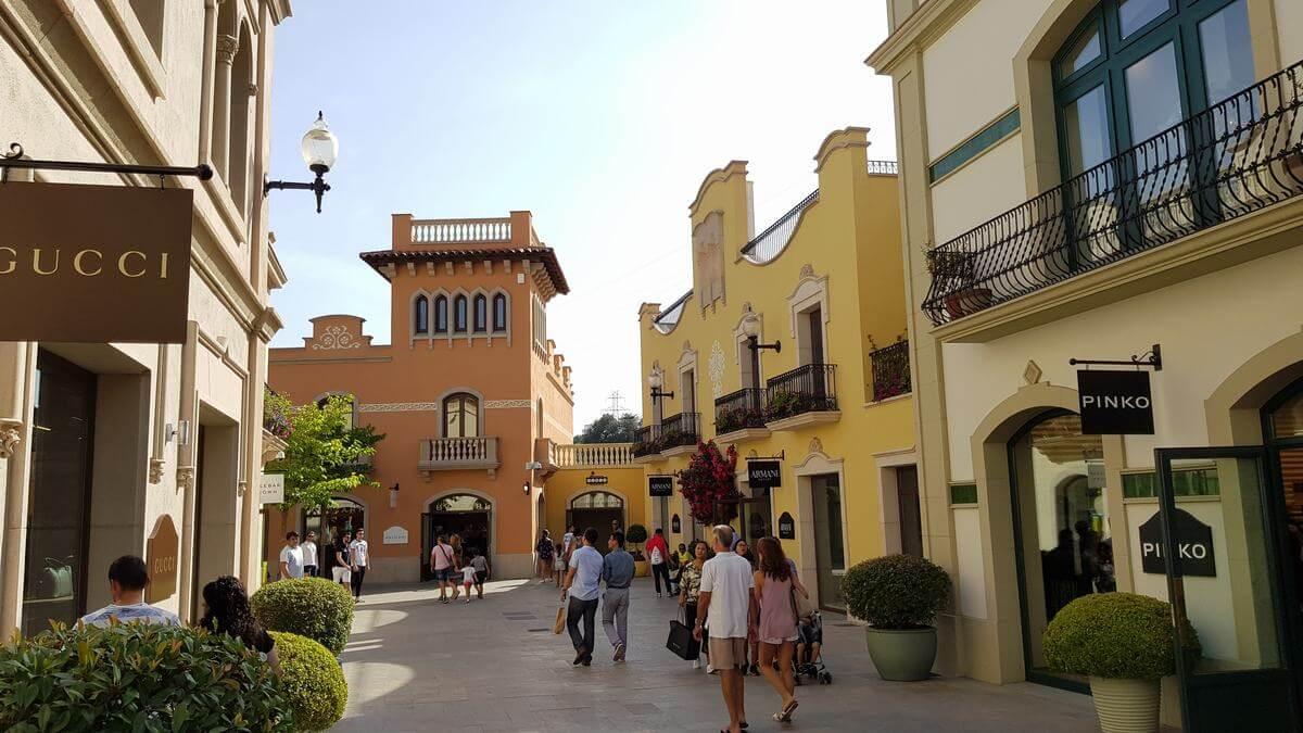 El mejor outlet de barcelona la roca village for Distribuidor roca barcelona