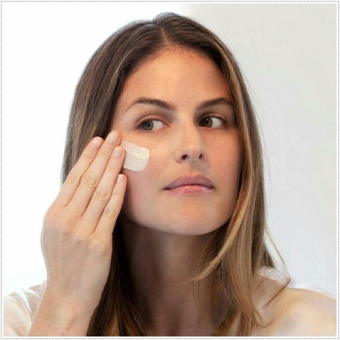 A ordem certa de aplicar produtos de tratamento na pele