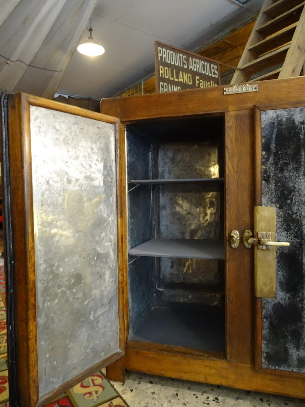 Brocante d coration un nouveau monde meuble glaci re en for Interieur zinc
