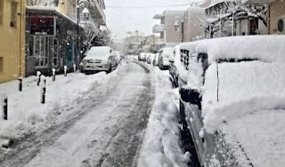 Στα λευκά ντύθηκαν περιοχές της Κρήτης (Εικόνες)