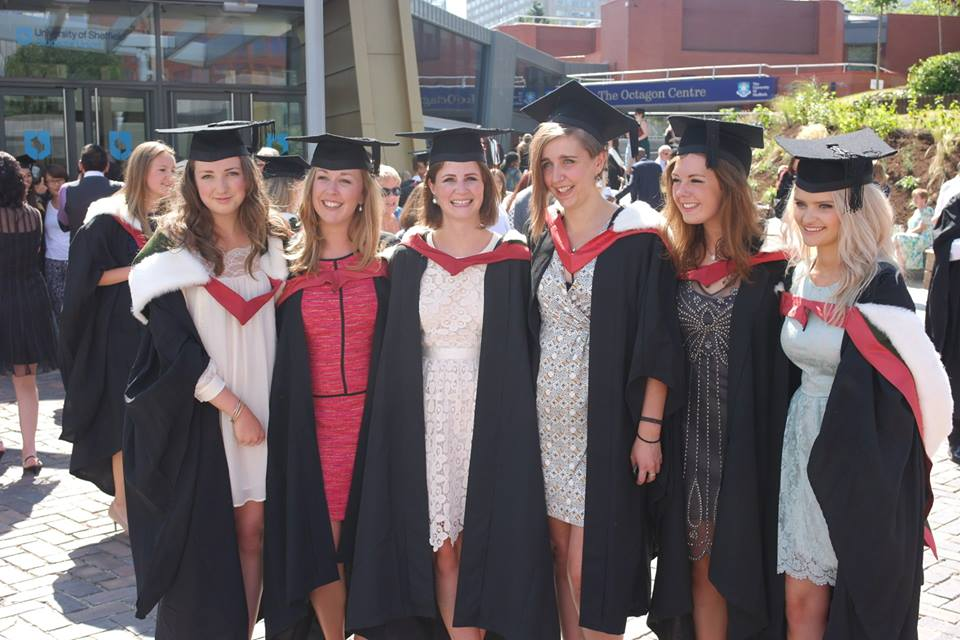 what to wear for graduation uk female