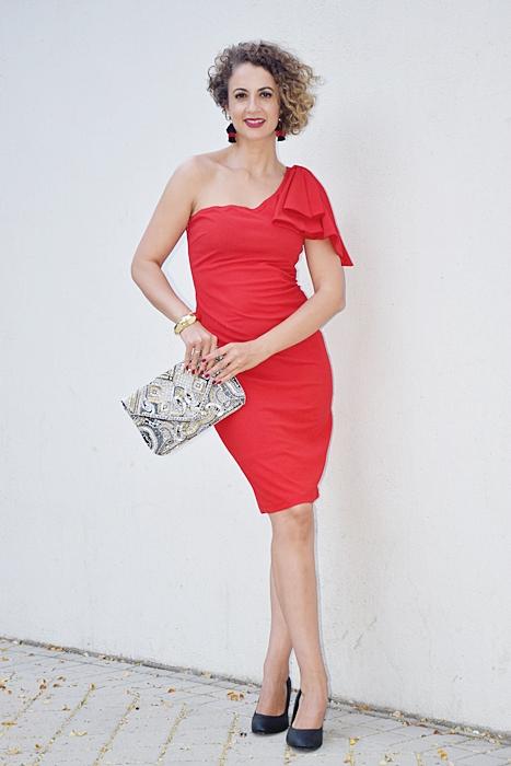 Outfit_vestido_rojo_corto_asimetrico_4