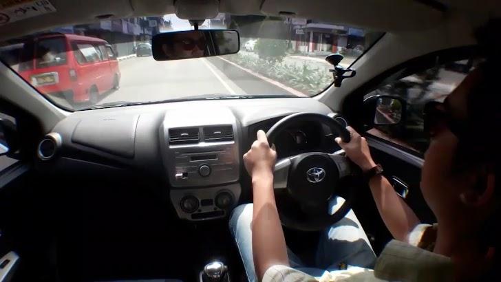5 Tips Mengendarai Mobil Matic Untuk Orang Awam