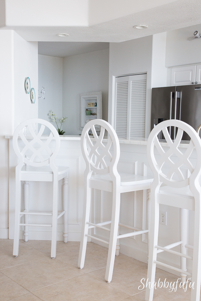 white-beach-house-breakfast-bar-stools