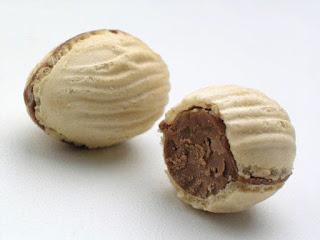 Gordura hidrogenada aromatizado artificialmente sabor chocolate.
