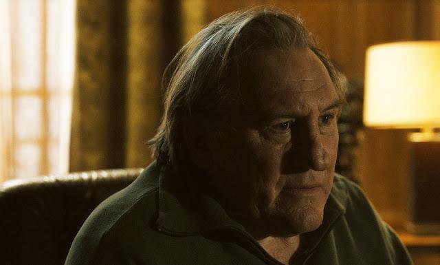 Le voyant (Gérard Depardieu) dans Un beau soleil intérieur