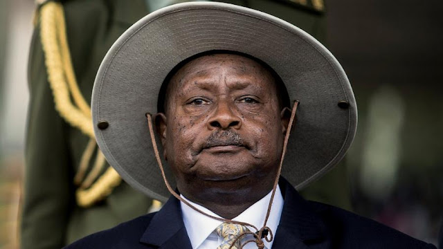 O presidente do Uganda, Yoweri Museveni, está no poder há quase 30 anos e não tem planos para deixar o trono.