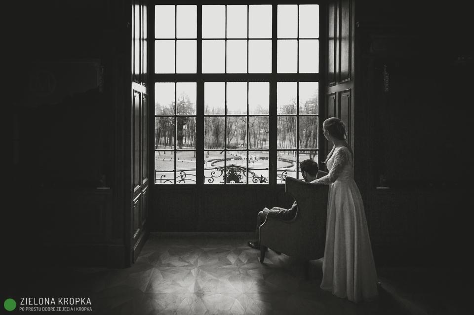 sesja plenerowa w pałacu Goetzów