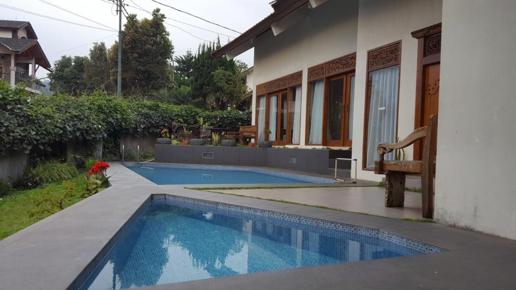Hasil gambar untuk villa bali lembang