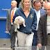 Η όμορφη Lara με τον σκύλο της...