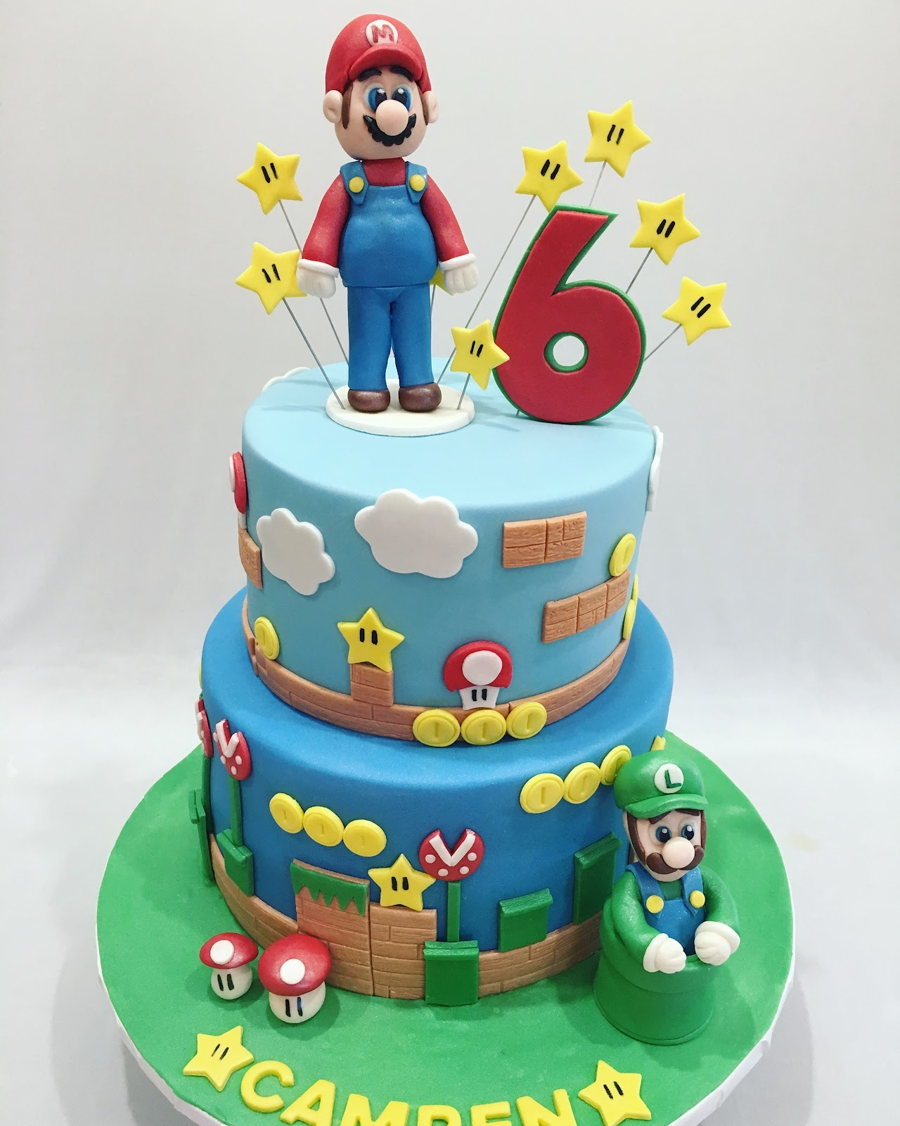 MyMoniCakes Super Mario Brothers cake with Mario and Luigi sculptures